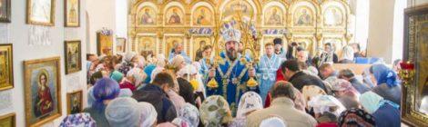 В день Покрова Пресвятой Богородицы глава Бурятской митрополии совершил Божественную литургию в Покровском храме г. Улан-Удэ